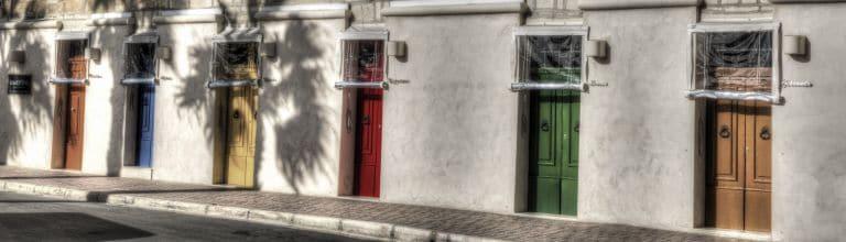 Haustüren in verschiedenen Farben